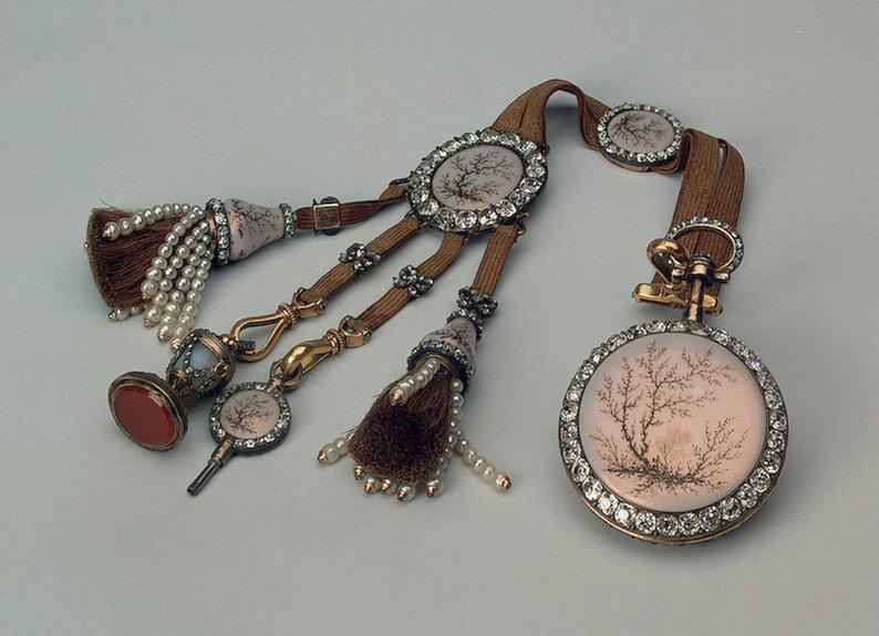 модные штучки Модные украшения в России 18 век