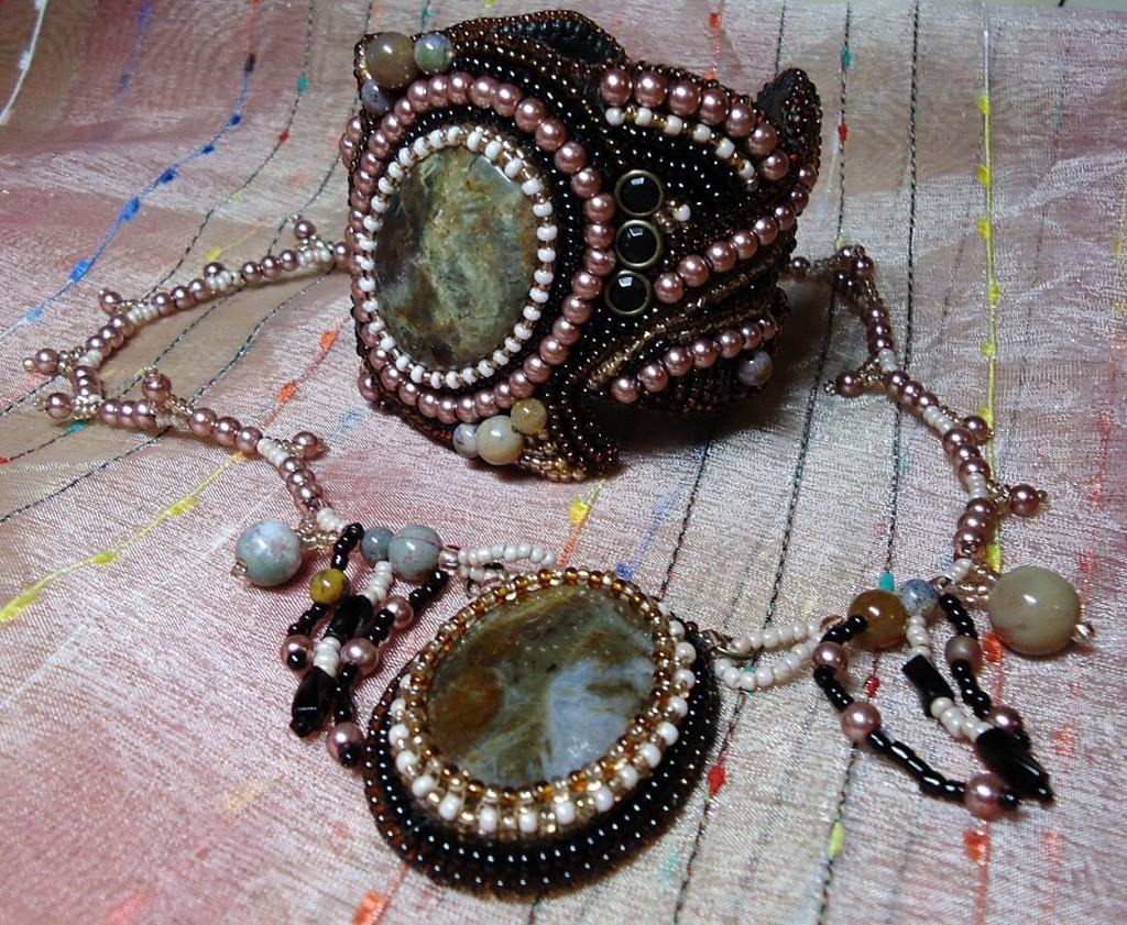 яшма украшения 1024x841 Яшма  камень