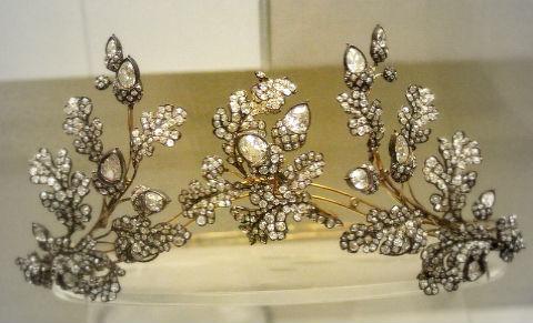 антикварные украшения Антикварные ювелирные украшения