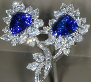 сапфир 300x271 Камни синего цвета