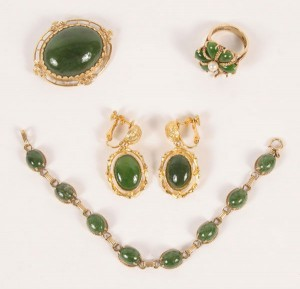 нефрит 300x289 Камни зеленого цвета