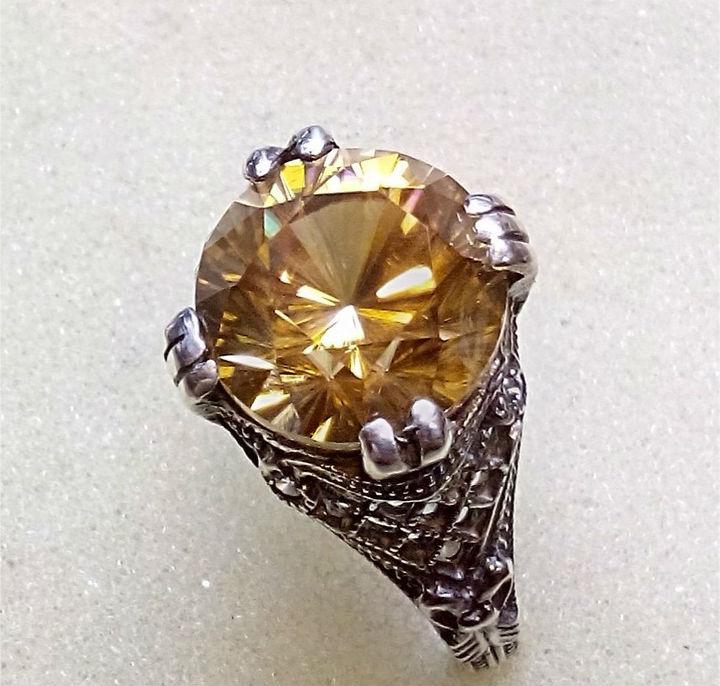 гиацинт коричневого цвета Гиацинт камень