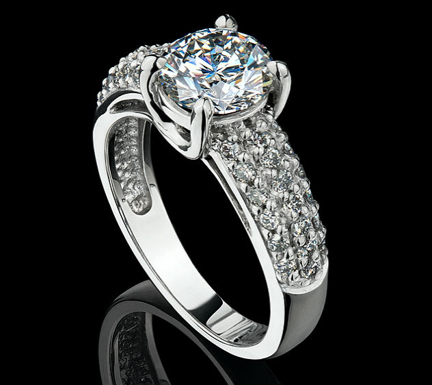 Украшения из серебра с бриллиантом Украшения из серебра с натуральными камнями