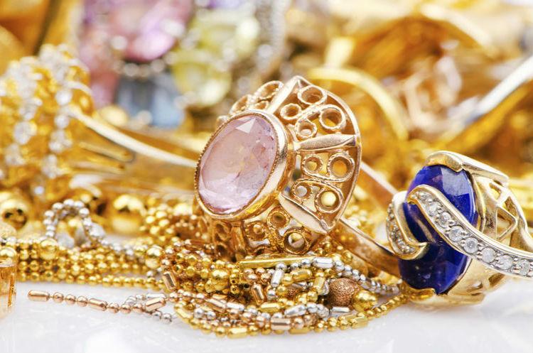 золотые украшения Выбираем изделия из драгоценных металлов в магазине