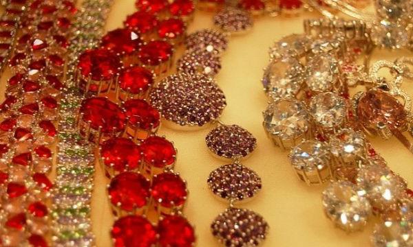 украшения с драгоценными металлами Выбираем изделия из драгоценных металлов в магазине