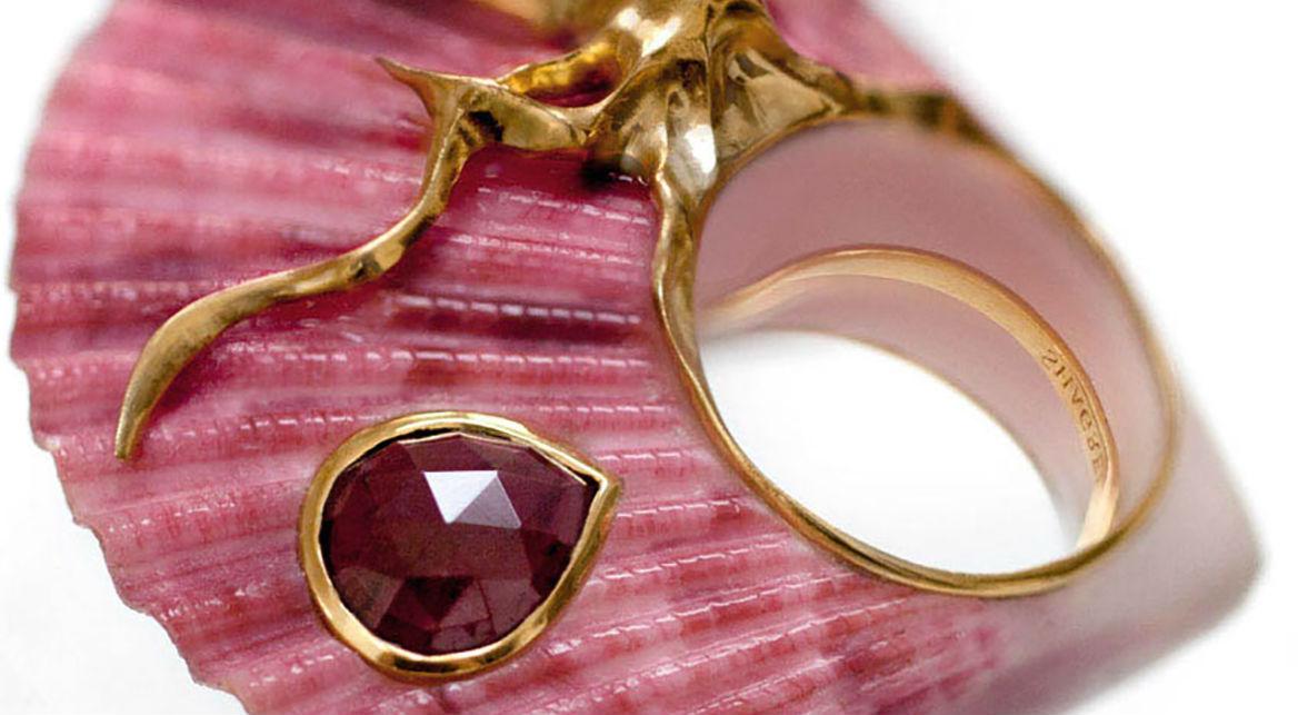 кольцо из ракушки Использование нестандартных материалов в украшениях