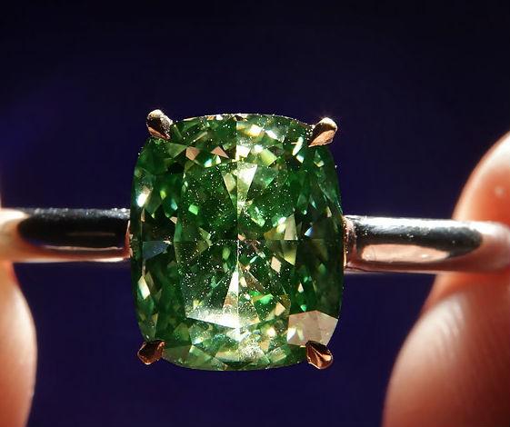 кольцо с зеленым бриллиантом Зеленые бриллианты